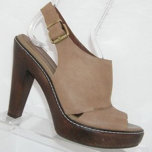 Banana Republic tan leather buckle platforms 6M